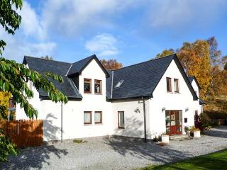 AN TORR, en-suite facilities, WiFi, private orchard, spacious cottage in Newtonmore, Ref. 906812
