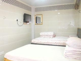 Vacation Rental with 2 Bedrooms in Hong Kong Near MTR