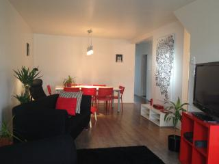 Spacious Mile-End 2BR w/ 2 Parkings, Montreal