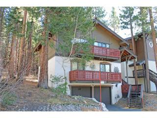 Tyrolean Style Chalet at the Base of Heavenly with Community Hot Tub and Pool with a View (HV23), South Lake Tahoe