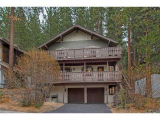 Updated Tyrolean Style Chalet just Seconds from Heavenly with Community Hot Tub and Pool with a View (HV31), South Lake Tahoe