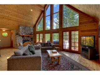 Stunning Mountain Home with Log Cabin accents, Private Hot Tub and a Sauna (MY62), South Lake Tahoe