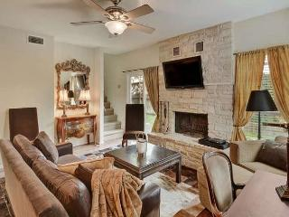 3BR/2.5BA Exquisite Townhouse Close to Town Lake Sleeps 6, Austin