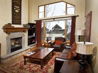 Hit the ski slopes on the nearby Arrow Bahn Express Lift from this 2 bedroom Ski-In Ski-Out vacation condo., Vail