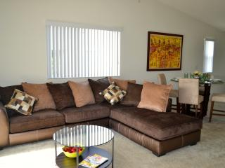Spacious 3 Bedr Apt. minutes from Sawgrass Mall, Plantation