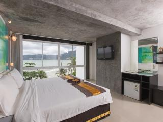 Superior Quadruple room, Patong