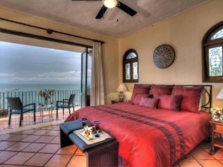 Spacious, casually elegant, oceanview condo, Puerto Vallarta