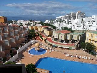 sunny apartment on Las Americas with shared pool, Playa de Fañabé