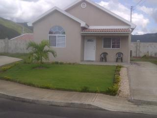 Morgan's Retreat 2 BR House Gated Community near K, Portmore