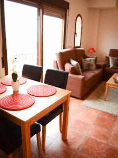 Breakfast nook close to patio door, lots of natural light and perfect for warm Spain weather