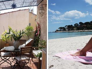 Romantic apartment in the old town of Antibes