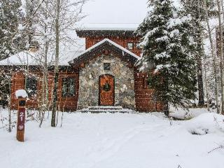 Luxury ski-in/ski-out cabin!, Donnelly