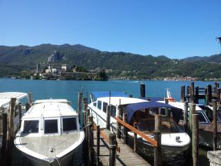 COMFORTABLE FLAT CLOSE TO MAIN SQUARE AND LAKE, Orta San Giulio