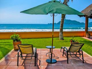 On the Beach - Private and Affordable Beach House, Manzanillo