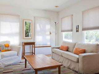 Sunny, Spacious, Private Apartment in Silver Lake, Los Ángeles