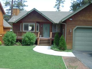 Big Bear Cabin -Pet-friendly rental -3 bdrm/2 bath, Big Bear City