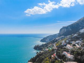 Mare blu: sea view apartment in Amalfi, Vettica