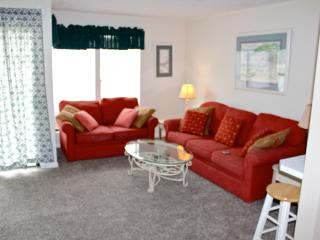 Destin Studio efficieny Condo:Short Walk to Beach!