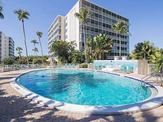 Vanderbilt Beach Two Bedroom Beautiful Condo, Naples