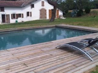Idyllic country house with pool, Orthevielle