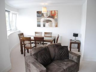 Stylish modern 2 bedroom apartment in Windsor