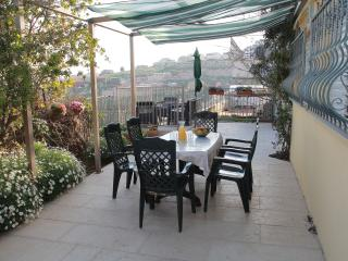 Galilee - Spacious Family Rooms, Garden, Lake View, Safed