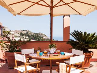 San Domenico Apartment, central position - terrace, Taormina