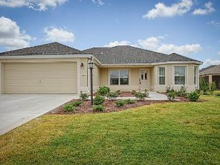 Beautifully furnished, almost new home near Brownwood free use of golf cart, The Villages