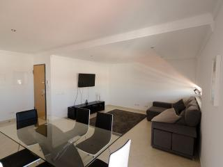 Modern 2 Bed Apartment 5 km Carvoeiro, Lagoa
