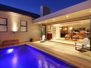 Cape Town villa with awesome views, Plattekloof