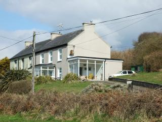 Rosemount House, dog friendly, costal getaway, Whitegate