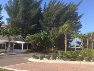 Private Beach Bungalow - pet friendly, Indian Shores