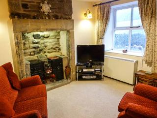 CROFT COTTAGE, Sky TV, WiFi, charming cosy cottage in Hutton Roof, Ref. 91909, Milnthorpe