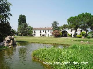 Luxury villa with pool ideal up to 12 guests, Abano Terme