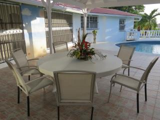 Fadia's Private Villa with Pool and Rental Car, Clermont