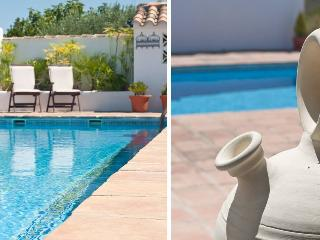 Boutique B&B with cool pool & stunning views, Villanueva del Rosario