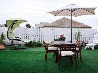 2bdr with huge private roof! ! Talbieh- citycente, Jerusalén