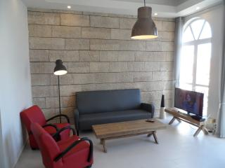 BRIGHT 3 BR, NEW, RIGHT IN THE CITY CENTER, Jerusalem