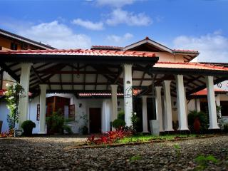 6 AC BR Private Villa with a Pool, Hikkaduwa