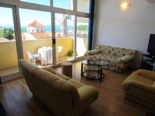 City Center Apartment A6+2 with seaview, Makarska