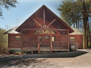 Luxury Cabin/2 Masters w/Whirlpools/HotTub+More, Sevierville