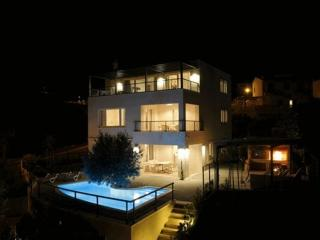 Luxury Residenz***** for 10 people, Makarska