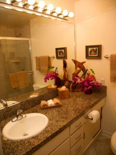Second private full bathroom for your guest  at Wailea Ekolu Village 607