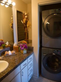 Private bathroom attached to Master BedRoom with full size laundry washer/dryer at Wailea Ekolu 607