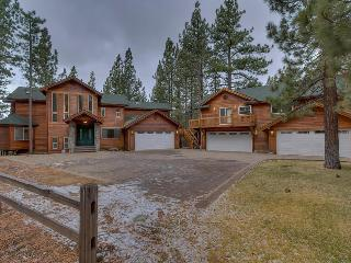 5776 Sq. Ft. 7BR Estate - Main House + Separate Guest House backing meadow, pool table, foosball & ping pong! - The Black Bart House, South Lake Tahoe