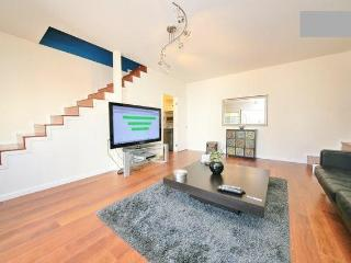 2 STORY BEVERLY HILLS BUNGALOW! 2BD, Beverly Hills