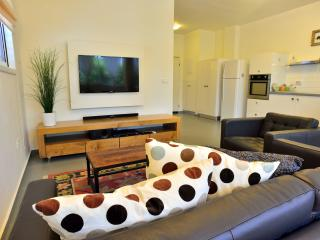 Amazing Hilton Beach 2 BD Apartment, Tel Aviv