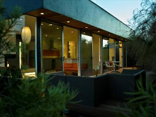 Palms Place - carbon-free luxury living. 100% Solar. Walk to bars and Restaurants., Los Angeles