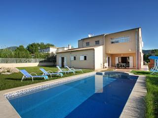 House in a quiet area with private pool and garden, Sa Pobla