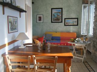 lovely sea view and balcony, kitchen, Corniglia